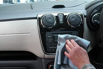 cleaning car after lice